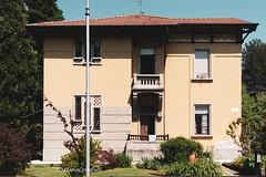 Facciata di casa operaia (Gaetano Crisafulli) Tags: crespidadda villaggiooperaio archeologiaindustriale storia industrialarcheology