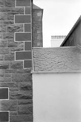 (Alessandro Venerandi) Tags: flaneur streetphotography blackandwhite urban 35mm filmphotography kentmere400 ricoh35zf scotland oban
