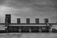 Dangaster Siel (RadarO´Reilly) Tags: dangast friesland jadebusen nordsee northsea küste coast sw schwarzweis bw blackwhite blanconegro monochrome noiretblanc zwartwit architektur architecture