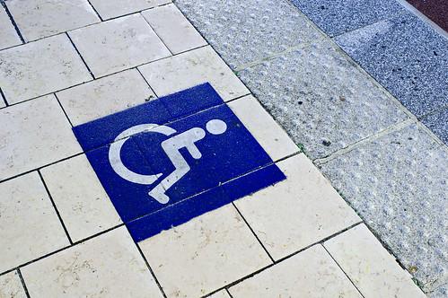 Zone de montée pour personne à mobilité réduite