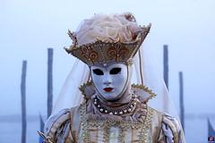 QUINTESSENZA VENEZIANA 2019 809 (aittouarsalain) Tags: venise venezia carnevale carnaval masque costume brouillard brume chapeau reine
