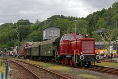 V65 001 mit dem Pendelzug zwischen dem Eisenbahnmuseum Bochum-Dahlhausen und der S-Bahnstation Dahlhausen, 08.06.2019 (-cg86-) Tags: museumstage bochumdahlhausen eisenbahnmuseum v65