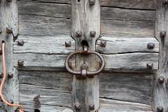 Heurtoir (Cletus Awreetus) Tags: france rhône montsdulyonnais grézieulemarché portail boisclouté bois heurtoir ferronnerie fer métal