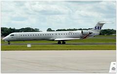 (Riik@mctr) Tags: manchester airport egcc ecjzv ringway airfield runway air nostrum canadair regional jet msn 15117 sas