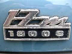 1969 FORD Taunus P7 17M 1800S Rear Emblem (ClassicsOnTheStreet) Tags: 6270jg ford p7 mk2 17m 1800s v6 berline 1969 p7b fordtaunus fordp7 taunusp7 6cylinder 6cilinder 60s 1960s pkw sedan saloon classiccar classic oldtimer klassieker veteran oldie classico gespot spotted carspot amsterdamnoord amsterdam noord nieuwendam nieuwendammerdijk 2016 straatfoto streetphoto streetview strassenszene straatbeeld classicsonthestreet cwodlp onk jg detail emblem embleem single badge logo naamplaatje typeplaatje chromium