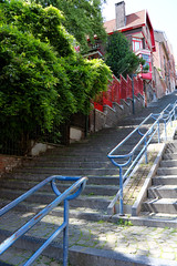 Montagne de Bueren (Liège 2019) (LiveFromLiege) Tags: city urban architecture europe belgium belgique belgie liege luik liège belgien belgio wallonie lieja lüttich liegi リエージュ льеж visitliege visitezliège montagne de bueren coteaux montagnedebueren