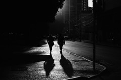Dos Al Atardecer (natan_salinas) Tags: city portrait urban blackandwhite bw blancoynegro monochrome blackwhite nikon gente noiretblanc retrato streetphotography ciudad bn urbano valparaíso valpo blanconegro urbe monocromático pasajeros fotografíaurbana fotografíacallejera d5100 chile street light sunset shadow people woman man male luz silhouette female backlight contraluz atardecer calle mujer femme passengers silueta sombras hombre backlighting femenine 50mm