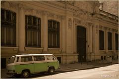 Banque de France (ericbaygon) Tags: banque bank france bordeaux volkswagen vw transporter van vintage nikon d750 combi ancien oldschool building