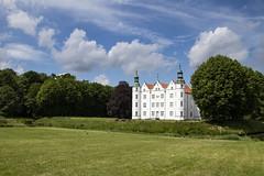 My new house (bhermann.hamburg) Tags: schloss palace ahrensburg gebäude buildung white weiss