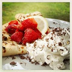 Quand les fraises sortent des bois... (NUMERIK33) Tags: fraises dessert home maison crêpe chantilly chocolat chocolate strawberries