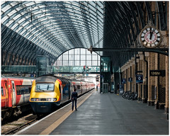 Standing guard (Mark Gowing) Tags: hst 43061 kingscross eastmidlandstrains class43