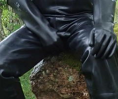 KP1977-190501A (KP1977) Tags: blackrubber rubbergay rubbergloves guyingear gearfetish