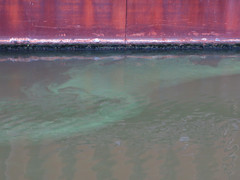 Pollution making patterns in the river (IceCal) Tags: berlin spreekanal