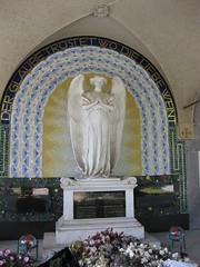 Friedhof Stockerau (✿ Esfira ✿) Tags: friedhof cemetery statue stockerau österreich austria niederösterreich loweraustria