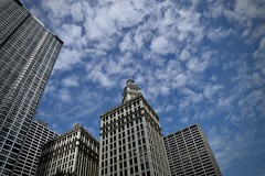 Wrigley Building Chicago IL (Meridith112) Tags: wrigleybuilding building architecture sky bluesky clouds cloud chicago il illinois cookcounty midwest 2019 spring may nikon nikon2485 nikond610 pov