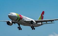 R_DSC_5653 (ViharVonal) Tags: vie loww airplane wien photography photo plane austria nikon tamron