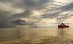 Bath (Omroep Zeeland) Tags: bath westerschelde wolkenlucht containerschip
