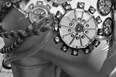 6Q3A0321 – kopio (www.ilkkajukarainen.fi) Tags: samba carnaval helsinki 2019 mustavalkoinen monochrome blackandwhite visit travel travelling abstract art modern suomi finland finlande eu europa scandinavia costum fantasy fantasia kesä summer senaatintori