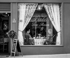 Tea for Two (Marion McM) Tags: street shop teashop shopfront shopwindow tearoom candid monochrome blackandwhite oldfashioned women waitress streetphotography 2019 dundee palaistearoom scotland canoneosm5