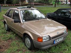 Escort (Schwanzus_Longus) Tags: bruchhausen vilsen german germany old classic vintage car vehicle sedan saloon ford escort