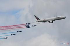 Boeing 777 ER et la Patrouille de France (B. Dur-C.) Tags: la ferté alais lafertéalais 2019 patrouilledefrance boeing 777 er airfrance air show alpha jet fgsqi