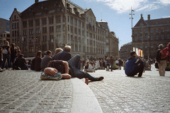 Dam Square Nap. (35mm) | Kodak ColorPlus 200. (samuel.musungayi) Tags: film analog argentique 35mm 135 24x36 negative negativo négatif negatif scan pellicule pelicula color colour colors couleur colorplus kodak 200 yashica t5 pointshoot point shoot compact samuel samuelmusungayi musungayi photography photographie fotografia candid life mood diary light carl zeiss tessar urban city people amsterdam netherlands walk