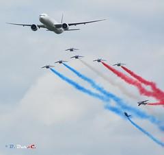 Boeing 777 ER et la Patrouille de France (B. Dur-C.) Tags: lafertéalais airfrance boeing 777er paf patrouilledefrance