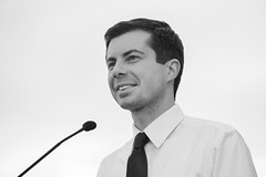 IMG_5781_0419 (mfhiatt) Tags: politics desmoines iowa blackandwhite photojournalism documentary campaign rally caucus 2020 election president democrat petebuttigieg buttigieg mayor pete