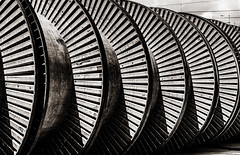 cable roller (Guy Goetzinger) Tags: nikon goetzinger d850 cable roller industrial abstract monochrom technology technik elektro