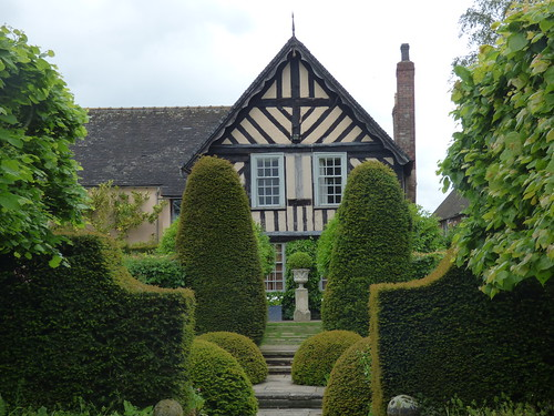 Wollerton Old Hall Garden - The Old Hall - The Lime Alleé
