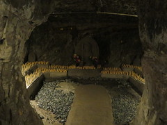 Benten-Kutsu Cave (Sean_Marshall) Tags: 鎌倉市 鎌倉 kamakura japan hasedera 海光山慈照院長谷寺 temple buddhisttemple cave grotto