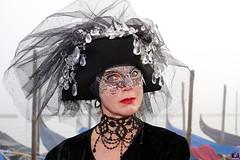 QUINTESSENZA VENEZIANA 2019 815 (aittouarsalain) Tags: venise venezia carnevale carnaval masque costume chapeau mask portrait regard