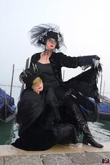 QUINTESSENZA VENEZIANA 2019 816 (aittouarsalain) Tags: venise venezia carnevale carnaval masque mask costume chapeau gondole gondola brume brouillard