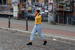 Downtown | There she goes (picsessionphotoarts) Tags: nikonfotografie nikonphotography nikon nikond850 festbrennweite primelens afsnikkor85mmf18g schnappschuss snapshot hamburg hamburgmeineperle thisishamburg portrait portraitphotography streetportrait streetphotography
