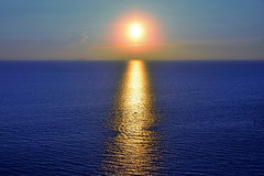 Sunset at Pattaya, Thailand (natureloving) Tags: sunsetatpattaya thailand sunset asia sea natureloving nature nikon d90 nikonafsdxnikkor18300mmf3563gedvr reflections rays sun