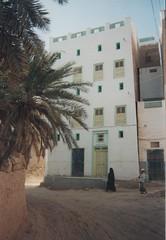 Rue de Say'un (Jauss) Tags: yemen yémen sayun سيئون اليَمَن واديحضرموت