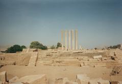 Ruines du temple Mahram Bilqis (Jauss) Tags: yemen sheba yémen sabaa marib mahrambilqis اليَمَن
