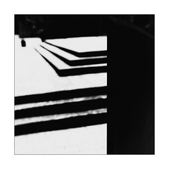 23 [titre à grain lourd] (Armin Fuchs) Tags: arminfuchs lavillelaplusdangereuse anonymousvisitor thomaslistl wolfiwolf jazzinbaggies würzburg square shadows stripes diagonal abstract stairs contrast grain 35mm