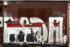 Souffrances (Jean-Marie Lison) Tags: x100t bruxelles saintgilles vitrine alarme affiches tags graffitis