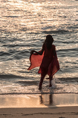 Down by the Sea, Varkala (Geraint Rowland Photography) Tags: indian india indianwomen indianfashion indianclothing women indianethnicity gettyindia geraintrowlandphotos downbythesea varkalainkerala red sunlight summer beach water shore indianocean life love canon wwwgeraintrowlandcouk beaches