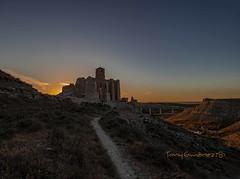 Atardecer en Rodén (tonygimenez) Tags: españa rodén atardecer crepusculo iglesia monte camino cielo contraluz alabastro
