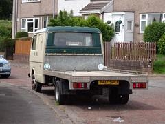 VW Transporter Pickup, Cedar Walk, Upper Cwmbran 10 June 2019 (Cold War Warrior) Tags: vw volkswagen transporter pickup cwmbran 1989