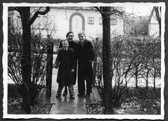 Album E132 Gartentoreingang, 1940-1050er (Hans-Michael Tappen) Tags: archivhansmichaeltappen albume 19401950er nichteinsortiertebilder gartentor mütze kleidung outfit fotorahmen outdoor jungen dreijungen mantel frühjahr schuhe schuhwerk vegetation regennas eingang 1950s 1950er hecke