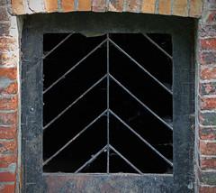 Magdeburger Impressionen (Helmut44) Tags: deutschland germany magdeburg petriförder marodes tür door eingang sachsenanhalt grid gitter lattice