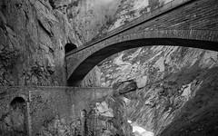 Teufelsbrücke (Schöllenschlucht, Uri) (Toni_V) Tags: m2400927 rangefinder digitalrangefinder messsucher leica leicam 28mm elmaritm12828asph mp typ240 type240 hiking wanderung randonnée escursione göschenengotthardpasshospenthal schöllenenschlucht schöllenen teufelsbrücke gotthardstrasse bw monochrome blackwhite schwarzweiss alps alpen switzerland schweiz suisse svizzera svizra europe uri gotthard ©toniv 2019 190608 reuss