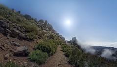 Pico do Arieiro (Toledo 22) Tags: mountain clouds himmel sky sonne pfad felsen portugal madeira wolken nebel landschaft landscape berg picodoarieiro