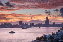端午火燒雲/高雄港 (Chungyu Lee) Tags: taiwan 高雄 旗津 高雄港 八五大樓 火燒雲 sunrise
