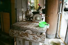 0518審計新村 (6) (紅色小草) Tags: nikonf3hp 13528 fujifilm400