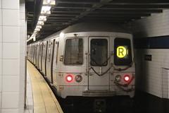 IMG_6379 (GojiMet86) Tags: mta ind nyc new york city subway train 1975 r46 5572 jackson heights roosevelt avenue