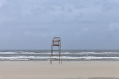 Bay Watch (Pieter Musterd) Tags: zee storm stoel strand noordzee pinksteren baywatch chair kijkduin pietermusterd musterd canon pmusterdziggonl nederland holland nl canon5dmarkii canon5d denhaag 'sgravenhage thehague lahaye